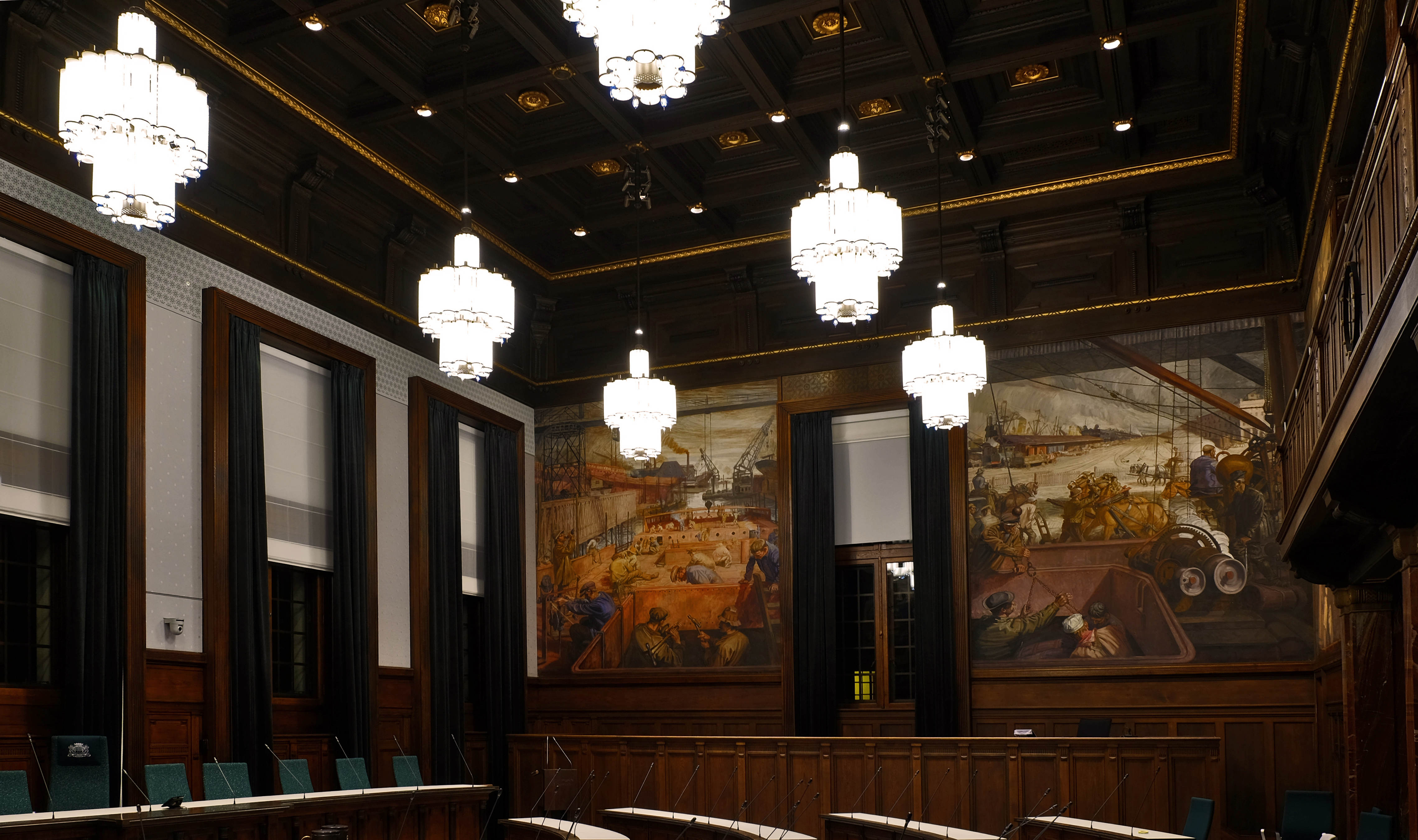 kronen weer terug - Raadzaal Rotterdam Stadhuis
