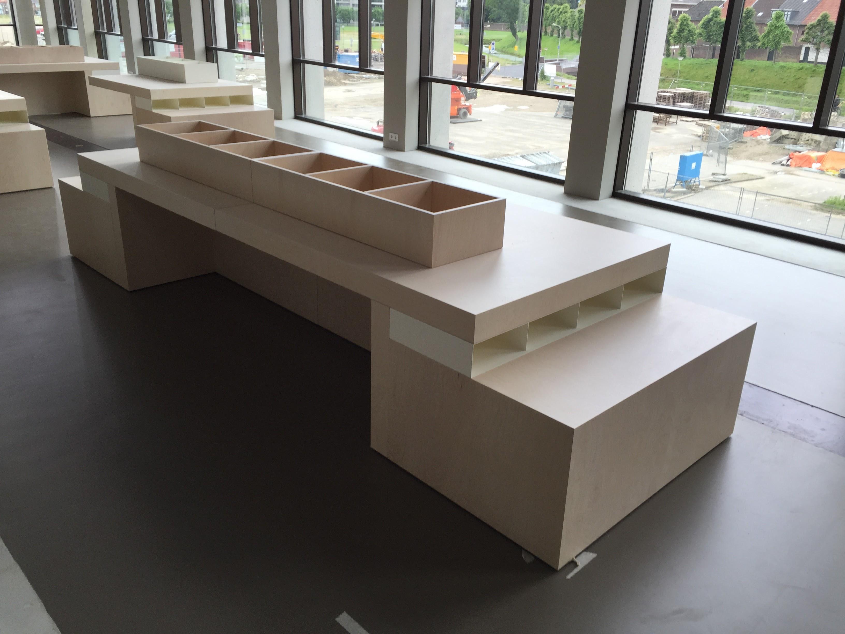 displaytafel groot - Bibliotheek Ligne Sittard