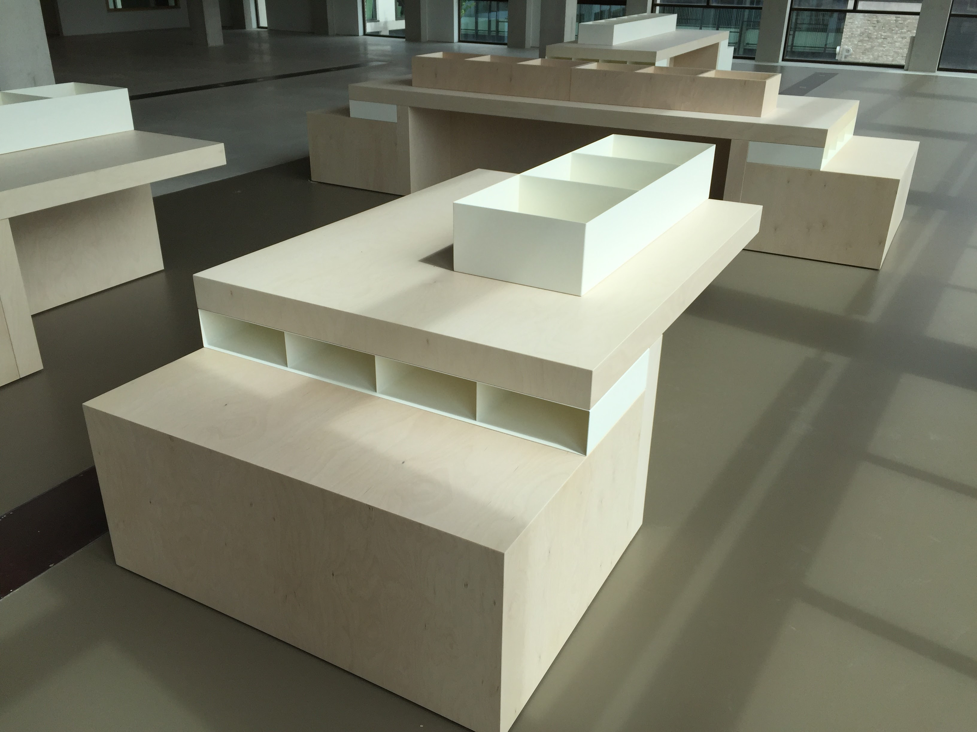 displaytafel staalopzet - Bibliotheek Ligne Sittard